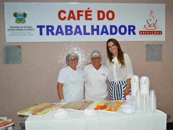 Secretária Julianne Faria em um dos Cafés do Trabalhador inaugurados. Foto: Assecom - Sethas